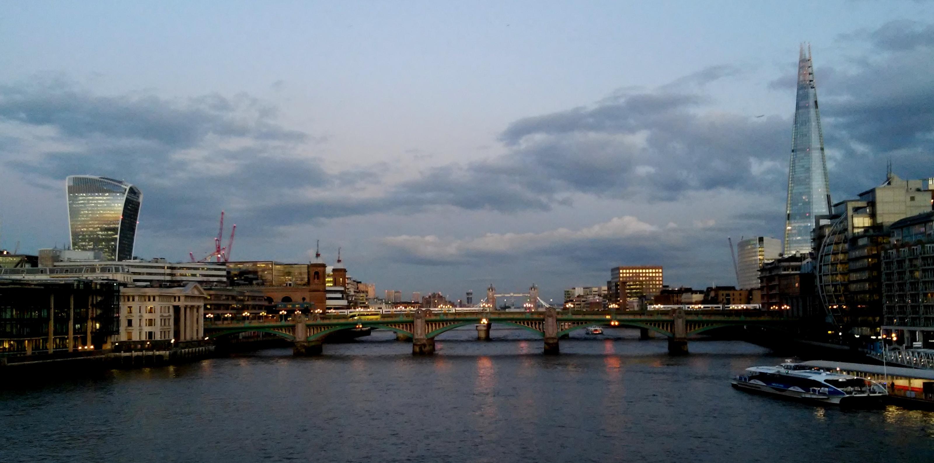 reist…   nach London  -1-
