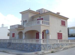 Mallorquinischer Stil, Haus in Urbanisation