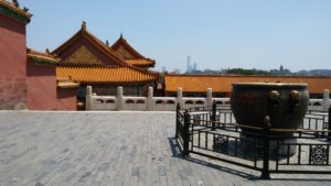Beijing, Verbotene Stadt, Terrasse vor Skyline