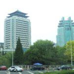 Hochhaus Beijing mit traditionellem Dach