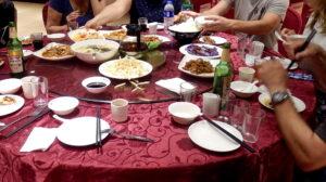 Chinesisches Menue auf Drehplatte