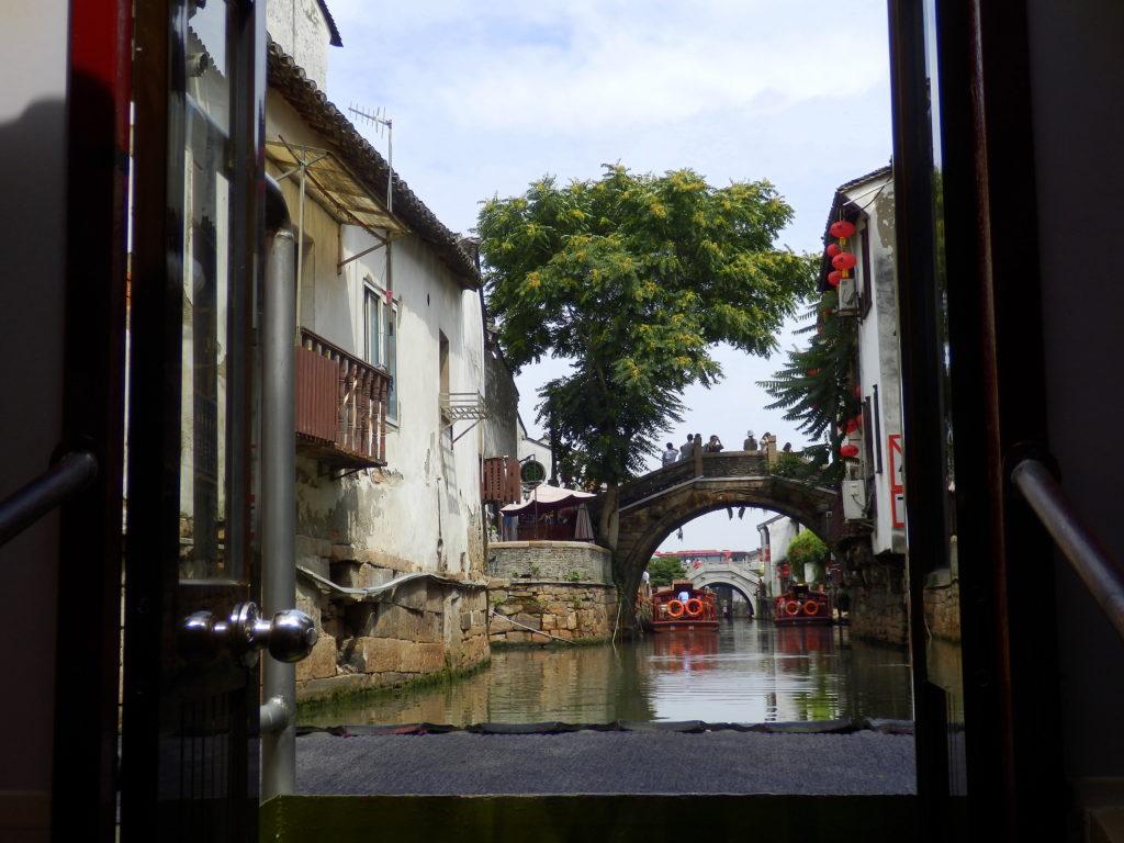 Suzhou Kanalfahrt, Rückseite, Brücke